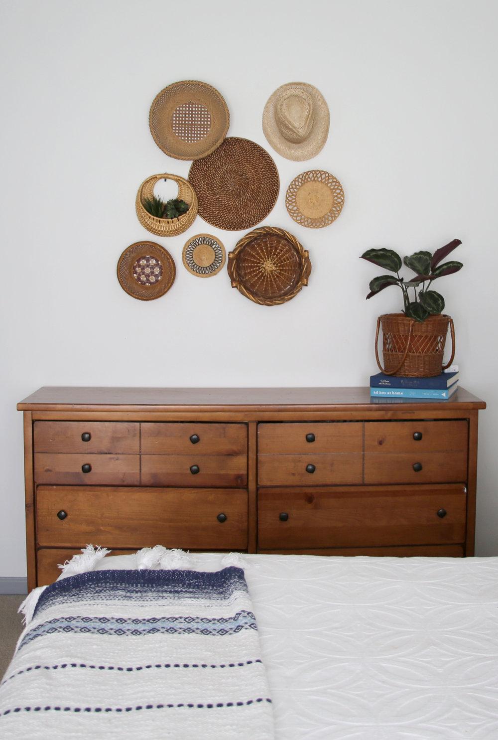 Small basket wall i bedroom