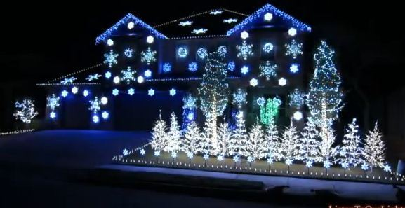 11-26-12-gangnam-style-christmas-lights.jpg