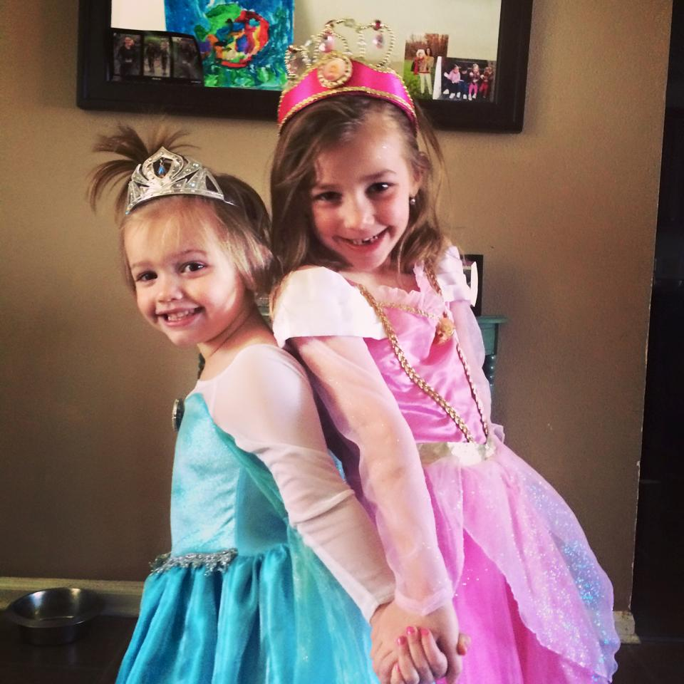 Sophie (in pink) with her sister Stella(in blue)