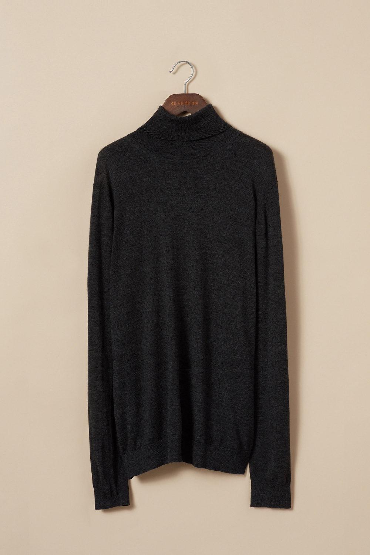 Extra-fine merino wool turtleneck sweater