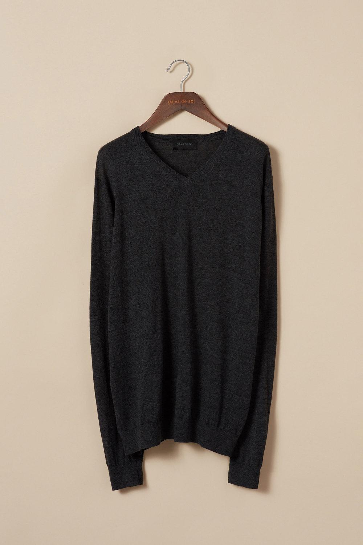 Extra-fine merino wool v-neck sweater