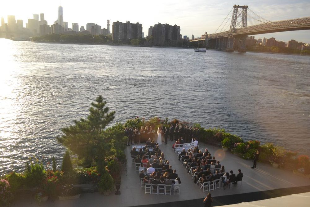 Classic and glittery wedding at Giando's on the Water