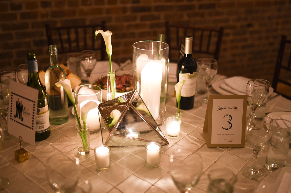 Clean and simple calla lilies add elegance to this NYE wedding table centerpiece