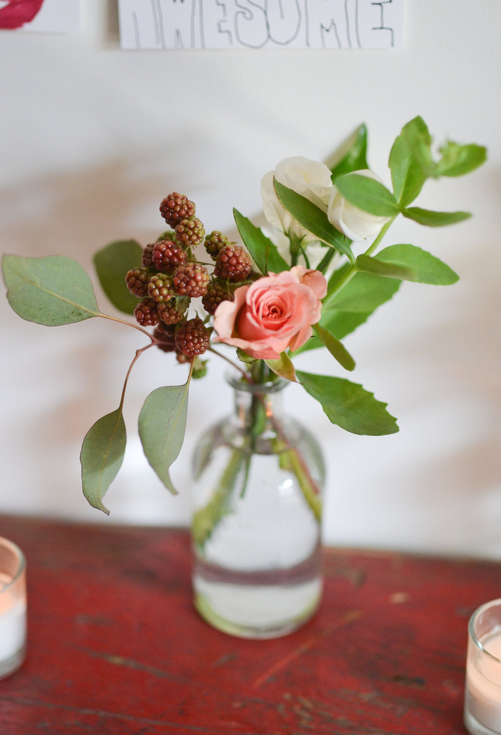 A simple and natural bud vase