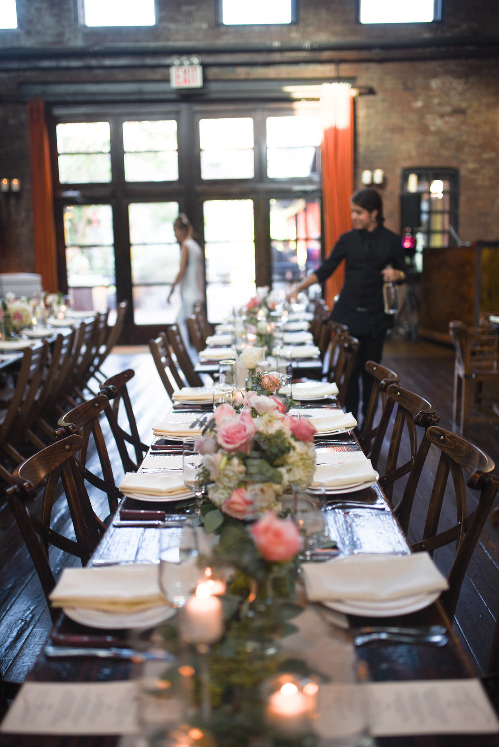 Pink and white flowers adorn the table for this wedding in Brooklyn, New York