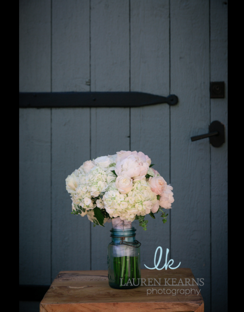 The bridal bouquet displayed in a mason jar