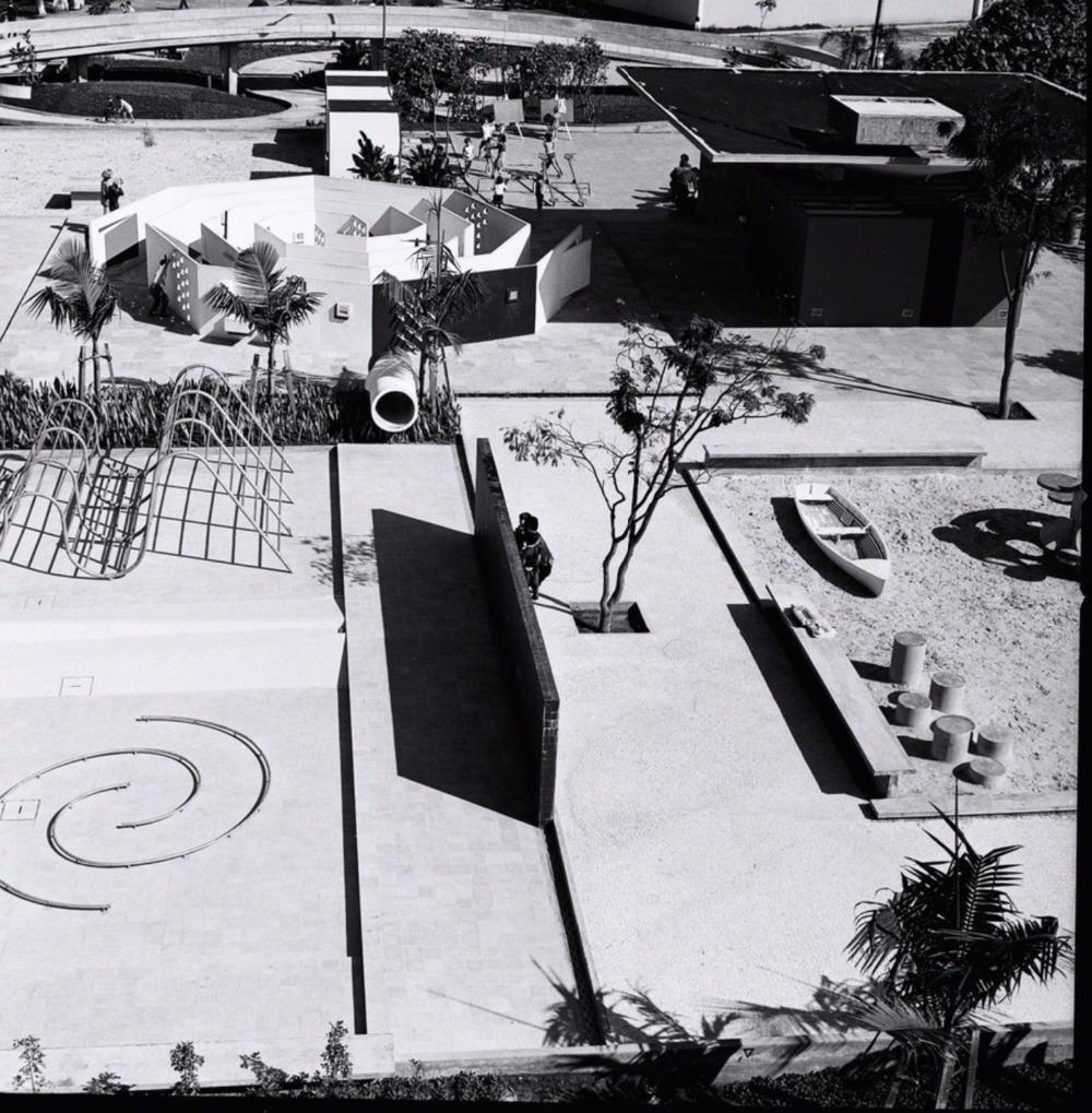 Parque infantil do Clube Esperia Marginal Tietê, São Paulo, 1963