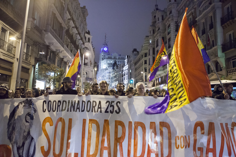 Oscar_Arribas_spanish_revolution_sol_15m_project_photography_madrid_españa_reportaje_commision_streets_coverage_revolution_96.jpg
