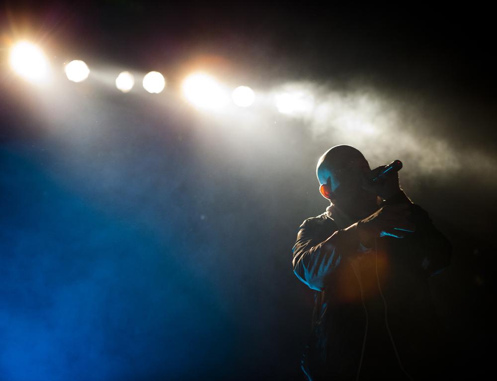 Oscar-arribas-photography-fotografo-portrait-retrato-editorial-concert-live-music-photography-scenario-stage-rap-hiphop-reggae-dancehall-directo-concierto-07-capaz-hablando-en-plata-fernandez.jpg