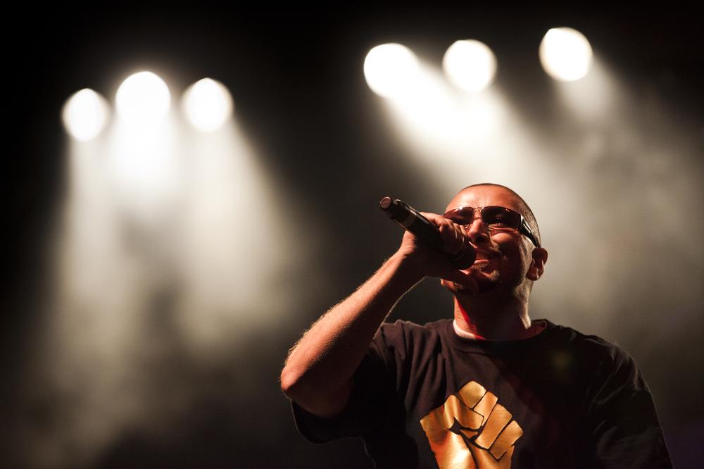 Oscar-arribas-photography-fotografo-portrait-retrato-editorial-concert-live-music-photography-scenario-stage-rap-hiphop-reggae-dancehall-directo-concierto-33-meswy-cpv.jpg