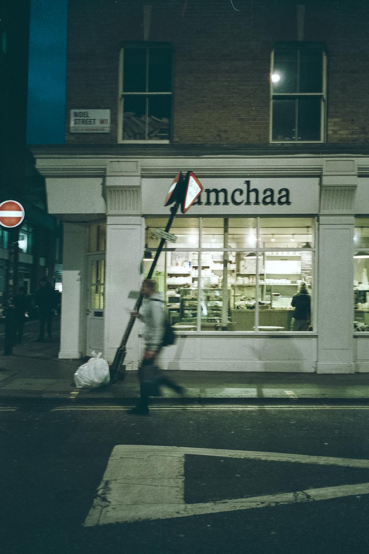Oscar-arribas-photography-fotografo-portrait-retrato-editorial-london-street-photography-urbana-londres-film-analog-35mm-night-nocturna-60.jpg