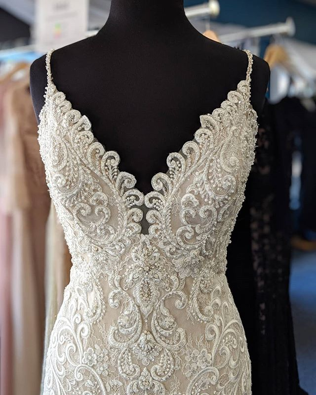 #TransformationTuesday - when your bride doesn't want spaghetti straps, and your magical ✨ steamstress makes her new straps! Hand beaded and everything 💛 Swipe ⬅️ to see the front and back transformation!  #weddingdress #alterations #bridal #seamstressmagic #allurebridals #eleganzagallery #bride #chicagobride #bridalshop #elmhurstbridalshop #elmhurst #engaged #bridetobe #transformation