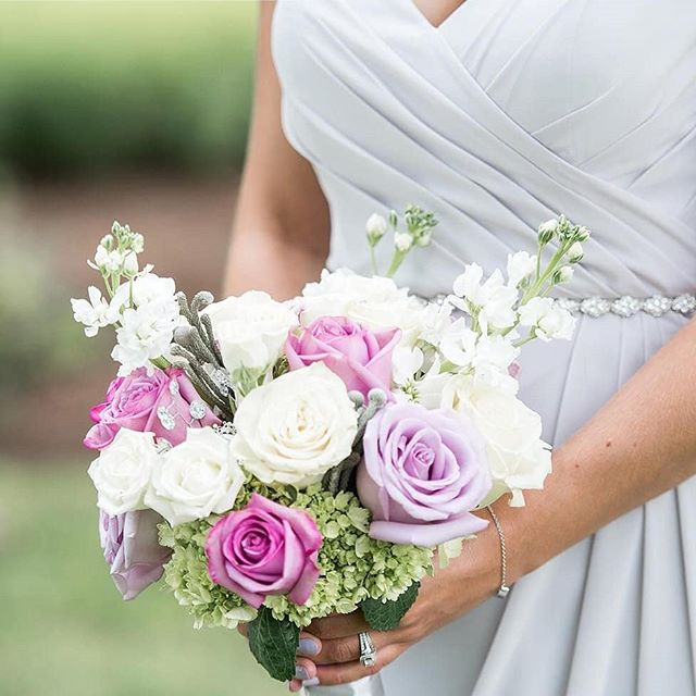 Bari Jay color Silvercee and this beautiful summer bouquet go hand-in-hand! 😍 Photo: @lynnereznickphoto via @barijayfashions