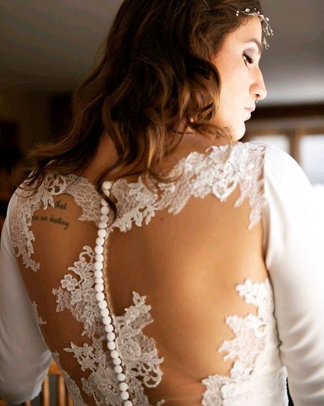 Speechless ❤️ Flashback to our gorgeous bride, Ashley's, wedding!  #eleganzagallery #bride #weddingdressgoals #dreamwedding #pronovias #weddings #bridalgown #laceback #flashbackfriday