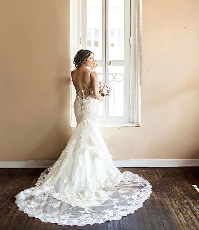 What a beautiful shot of Allure Bridals 9401! @yadiracarrillo_3 makes a gorgeous bride. Try it on yourself at @eleganzagallery . . . #allurebridals #weddingdress #allure #bride #bridal #bridalgown #wedding #eleganzagallery