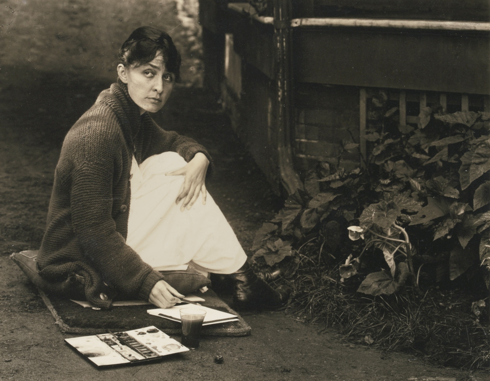 O'Keeffe with sketchpad and watercolors, by Alfred Stieglitz, 1918