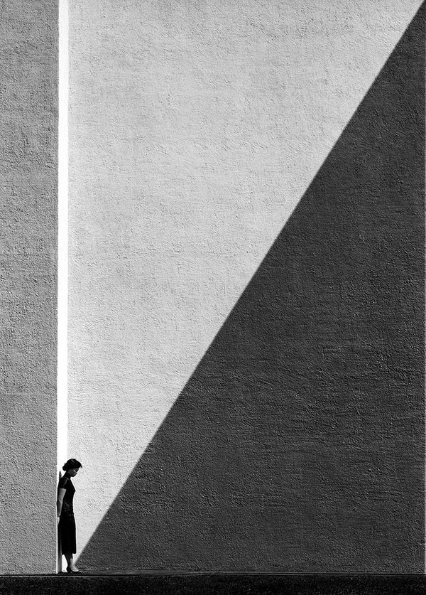 APPROACHING SHADOW by Fan Ho
