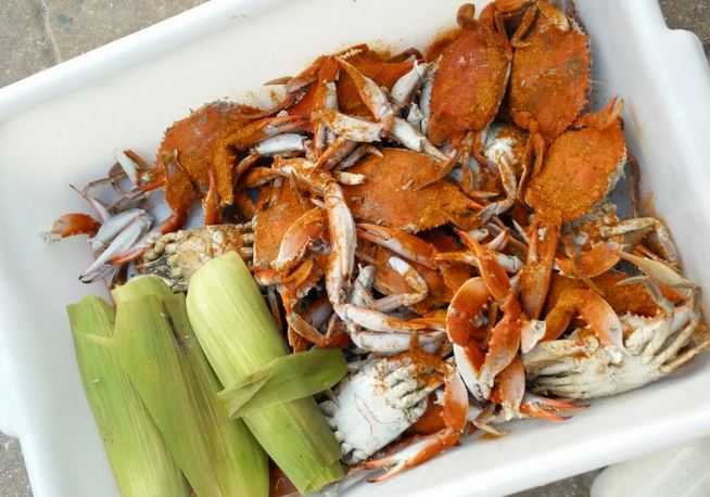 Blue Claw Crabs and Corn on the Cob!  FYI -- Everything at H&H Seafood is steamed.