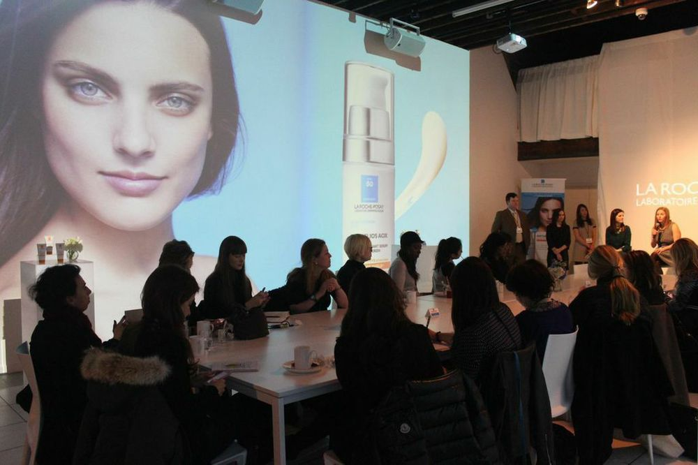 CMMPR (LA ROCHE POSAY) L'Oreal presented their newest product by La Roche Rosay. Presenters welcomed bloggers and editors to talk about their newest award winning anthelios sunscreen.