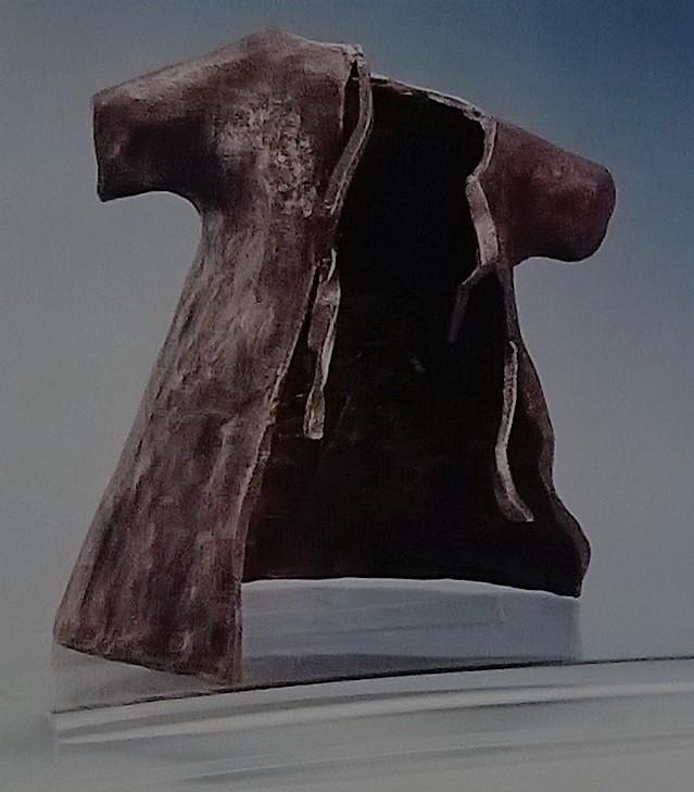 Camicia ospedaliera -  2002, bronzo, 37 x 34 cm