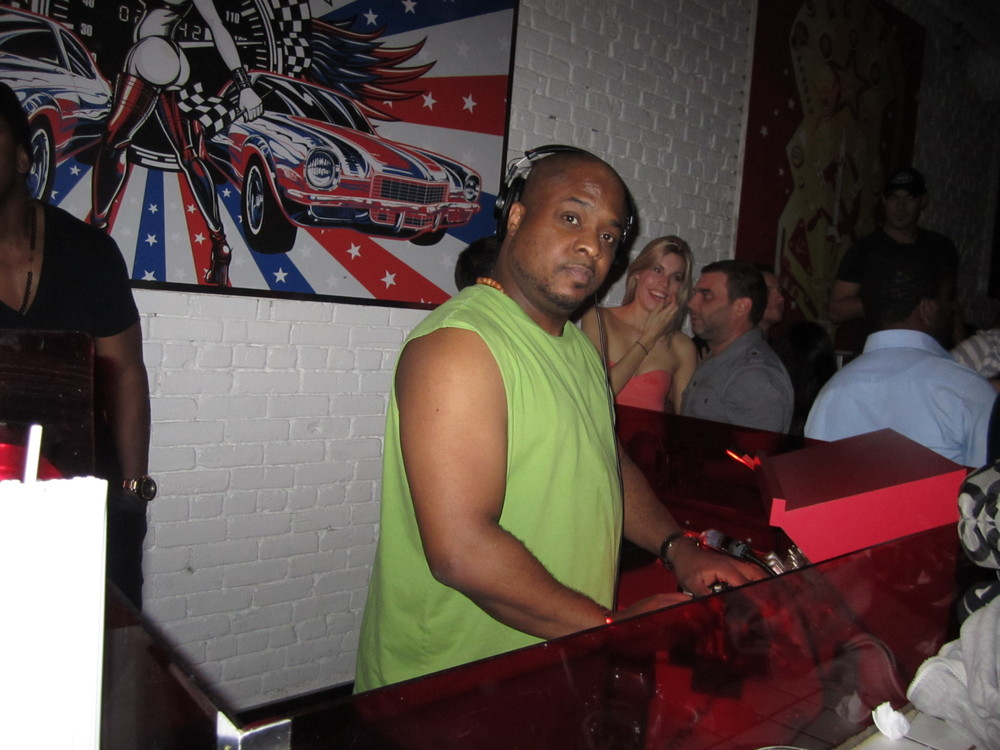 DJ Flight Almighty @ Gogo Lounge.JPG