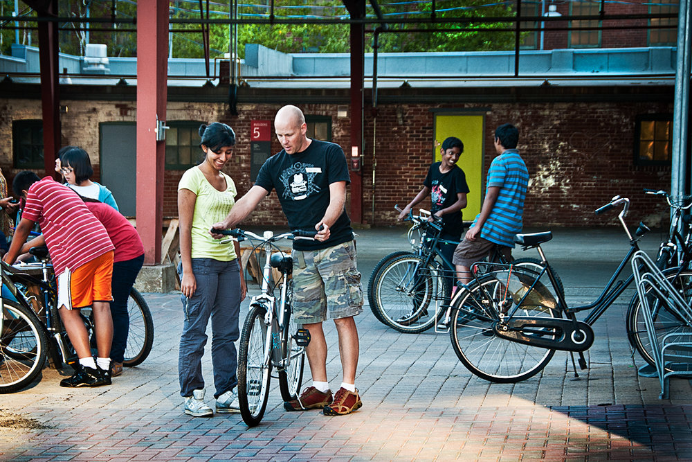 Our mechanic Derek showing participants how to maintain and fix their own bikes.