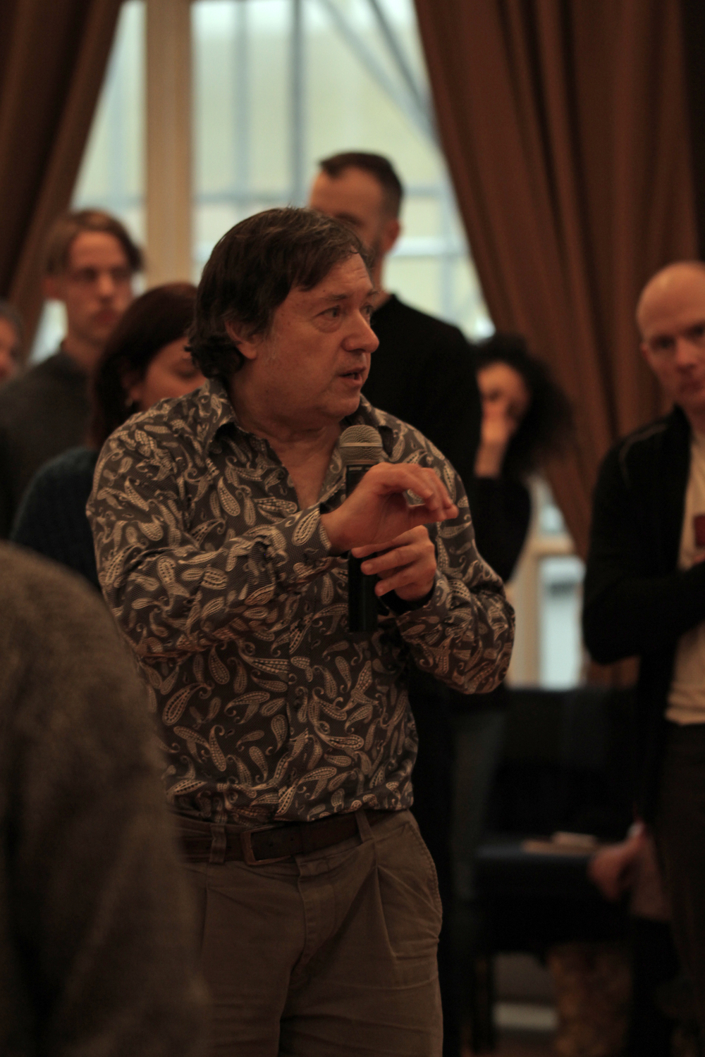 Peter Philippson leading the afternoon session. Image courtesy of the British Gestalt Journal.