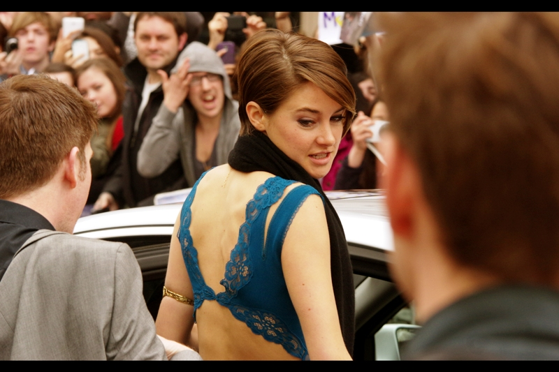 """Hey, could you check and see if my jumper has slid all the way up to my neck? It would be totally embarrassing if everyone could see my blue underwear""  Shailene Woodley was in ""The Descendants"" with George Clooney. She plays Katniss in this movie. Oh.. .I'm sorry. Her character's name is ""Tris"" because that sounds nothing like Katniss."