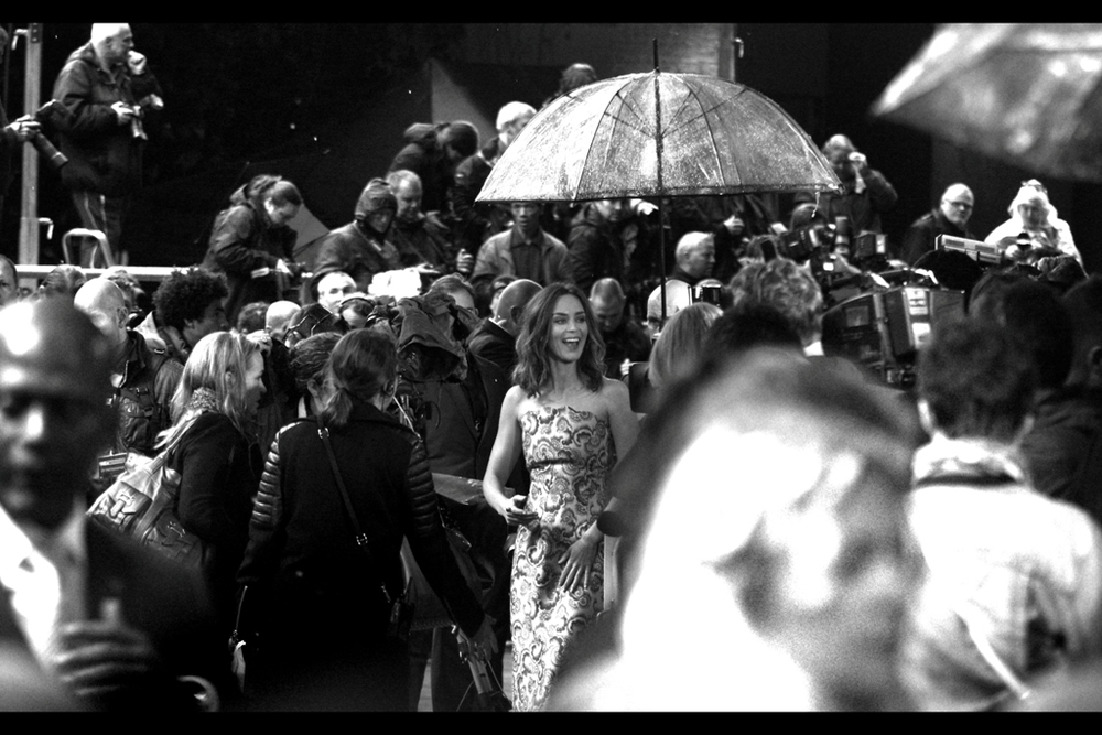 Merely showing up punctually (which almost counts as 'conspicuously late' at a Tom Cruise premiere!) is the lovely Emily Blunt, whom I haven't photographed since the premiere of  The Young Victoria    all those years ago.
