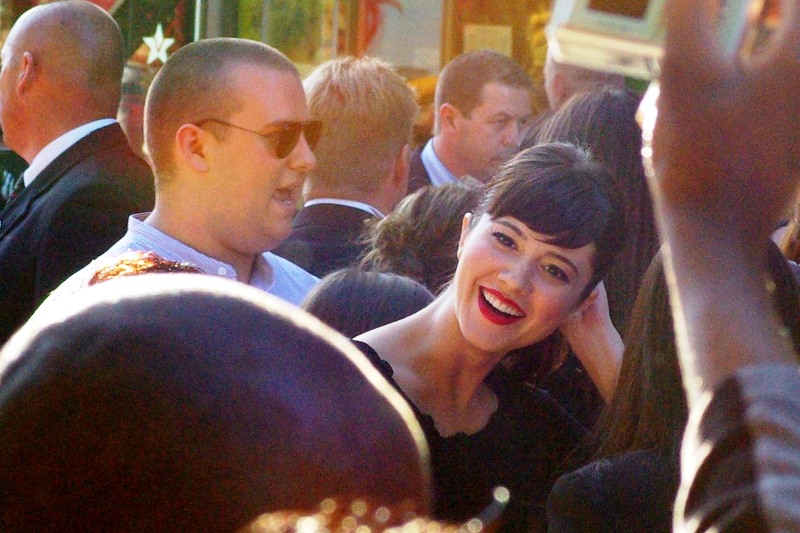 No idea who she is, but she is wearing red lipstick. (And I shouldn't be shooting into the sun with ISO800... except for 'artistic reasons'. Like.. uh... this time, right here...) (Me, 2014 : confirmed as actress Mary Elizabeth Winstead, who would go on to play the Ramona in the excellent Scott Pilgrim vs The World; and John McLane's daughter Lucy in Die Hards 4 and 5)