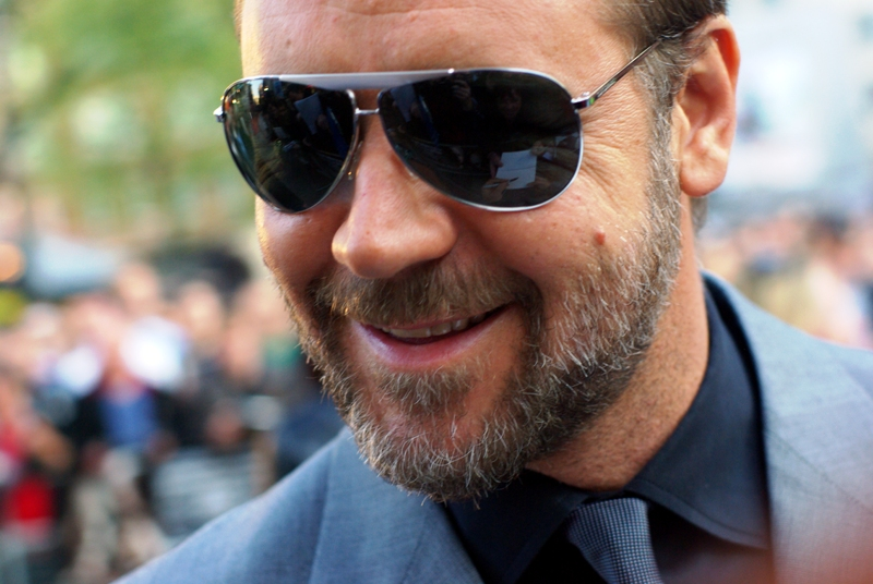 It's Russell Crowe, and he's smiling! (And not because he just punched a guy in the throat!)