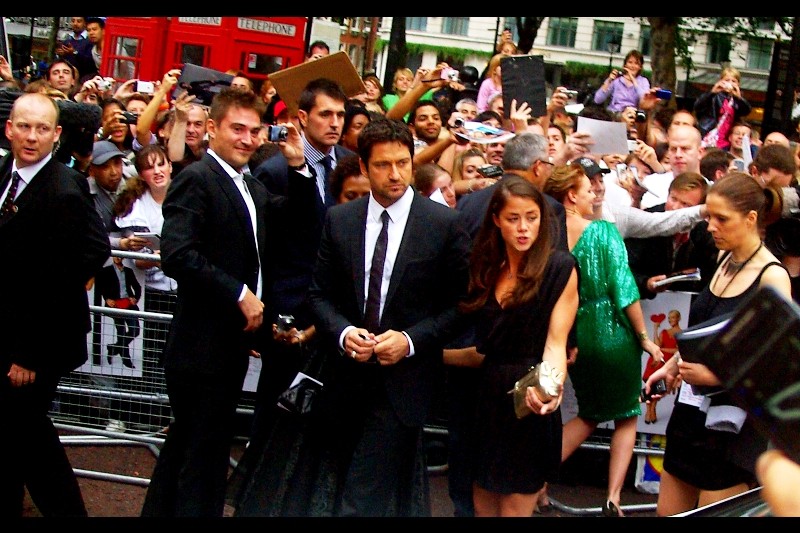 Gerard Butler (300, Rock'n'Rolla) is a fairly cool character at the best of times. And with thousands of women all enthusiastically screaming for and at him, surely this qualifies as The Best of Times.
