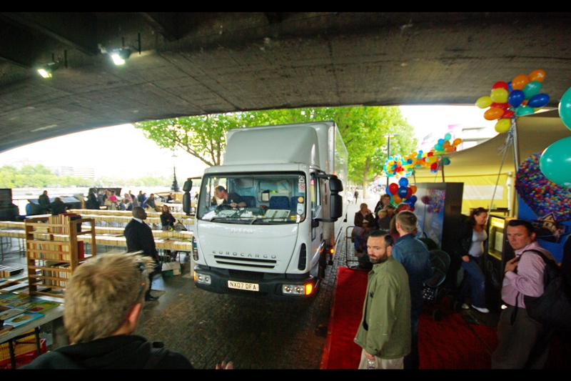 Literally the only premiere ever where the sole vehicle to drive past the red carpet was a truck. This one was large enough that not only did people have to vacate the red carpet, but one of the shelves of the book market stalls opposite nearly got knocked over. (It's so Hollywood really I expected to get urinated upon by Paris Hilton's chihuahua at any point...)