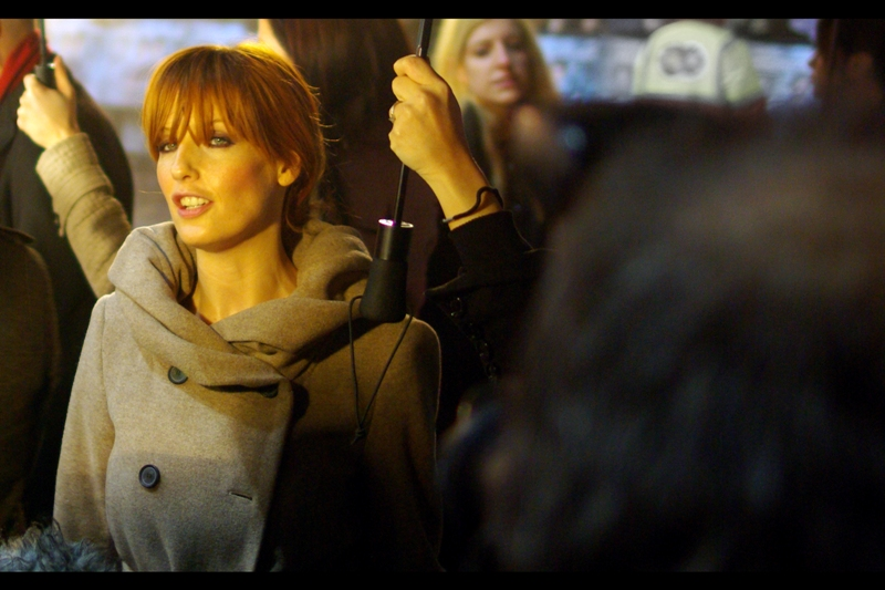 Kelly Reilly provides ever-so-slight eye-contact. The massively powerful (albeit diffuse) flash of the photographer(s) around me might have contributed.