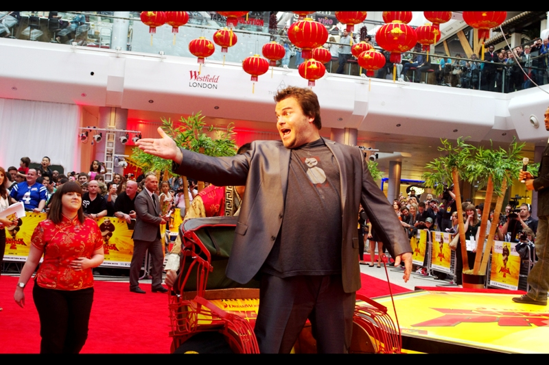 So anyway, Jack Black decided to show up ( I'd previously photographed him at the Tropic Thunder Premiere ). He was so important that the dude pedalling the rickshaw had several practice runs around the red carpet before the premiere...