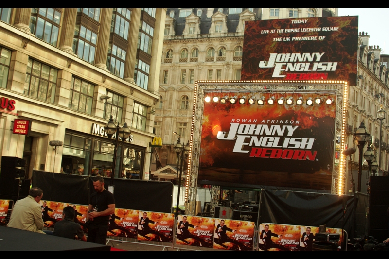 A rare Leicester Square premiere! (The last one was  Real Steel  ). Yellow Cap-less Guy WAS in attendance, but unaccountably I didn't snap a pic (though I did say hello to the guy) - I elected to grab a more photo-happy location over the autograph-happy location many other people opted for.
