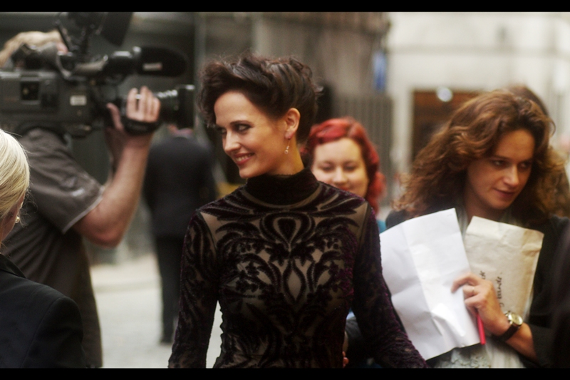 In kind of a rare reversal, rather than cross the road where maybe a dozen fans were standing behind NO barriers - Eva Green indicated that fans could just walk up to her. Fair call - the road was cobblestones and her heels were not suitable. Security were not impressed, but security were amateurs at this one.