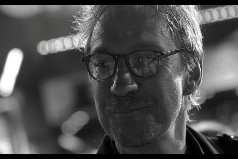 I haven't had a good 'crowd-reflected-in-the-glasses-of-the-star' shot for ages ( Russell Crowe, State of Play, maybe? ) . And it's *time* for one of those.