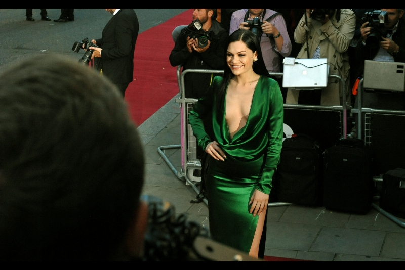 A green dress arrives, and it appears to be wearing Singer Jessie J.