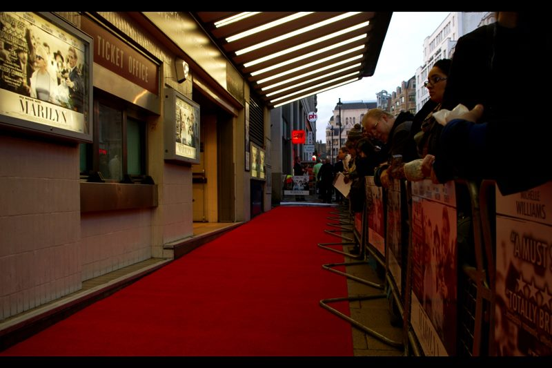 One of the most narrow red carpets I've ever seen : both the carpet AND the fans' pen were on the FOOTPATH, which backed onto a four lane road (!), of which one lane of traffic had been closed while the other three remained open.