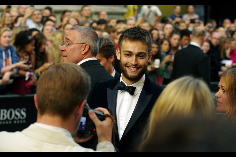 No idea, and Crowd Excitement Level : moderate/high. He was certainly giving a lot of hugs. (I'm awful at this!) (edited to add : actor Douglas Booth? - me, three years later)