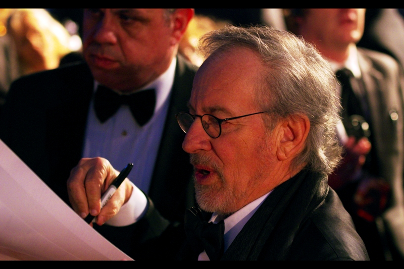 Steven Spielberg has entered 'our' area, and is SIGNING AUTOGRAPHS!!
