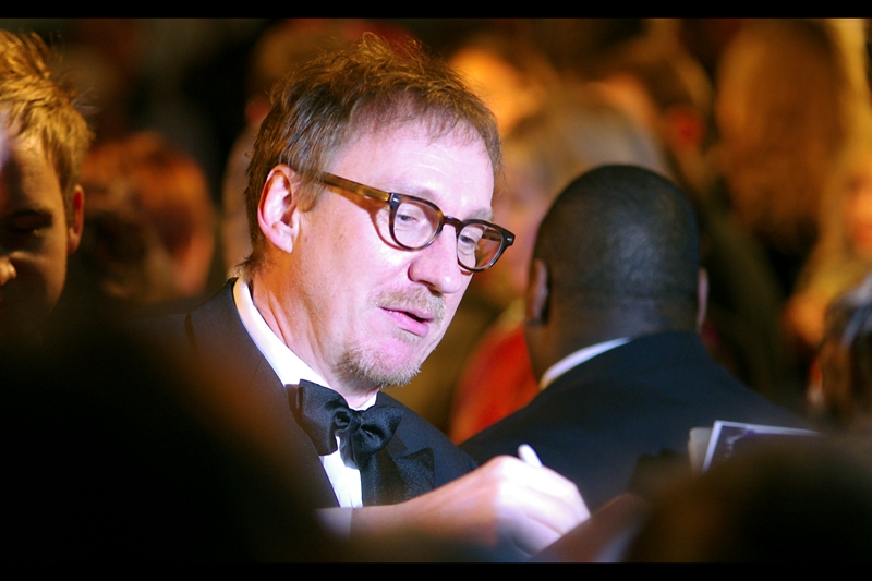 David Thewlis, aka Professor Lupin in Harry Potter, stops to sign briefly. Sorry about the weird tint on this one. Orange ambient lighting and a lot of mobile phone and point-and-shoot flashes from the crowd can make things difficult. (No I'm not complaining!)