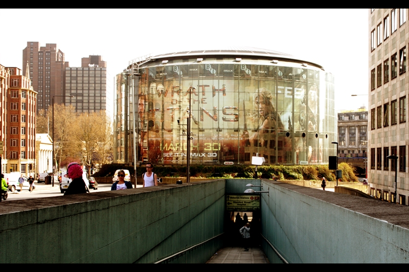 The BFI Imax is in the centre of a giant roundabout in the southbank, with the entranceway sunk below streetlevel. It's an interesting spot to hold a premiere. All that aside, I'm not really attending for the art or culture - it's photography and the possibility that actress Rosamunde Pike might show...