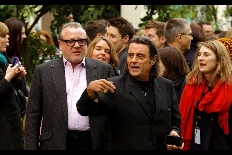 When Ian McShane indicates that he wants Scarlett Johansson to join him on the red (green) carpet immediately, nobody has the courage to tell him she's not in this movie or at this premiere... (Seriously. Deadwood. Awesome series. Killed off before its time...)
