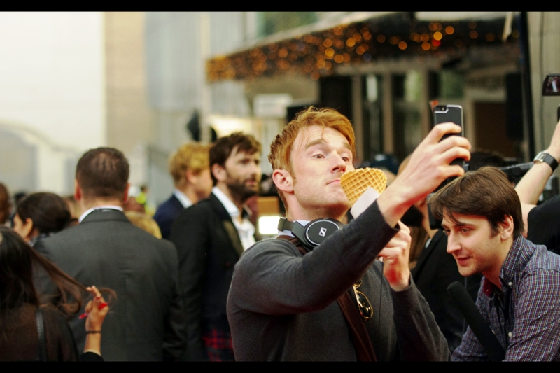 Man with Cornetto and Sennheiser headphones takes awesome photograph of his ice-cream, with David Tennant only *coincidentally* being in the background behind him. Well played, sir - security take a dim view of patrons in any way approaching or stopping to gawk at stars on red carpets.