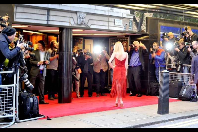 Dakota Fanning is now posing for the Paparazzi, and I won't bore you with the number of shots missed by a combination of passing car traffic and substandard Pentax autofocus. But the number is pretty high...