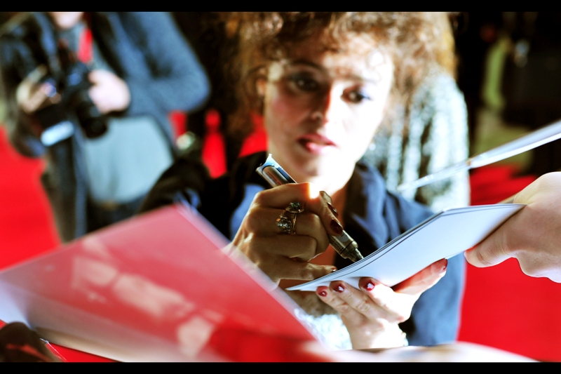 Helena Bonham Carter DID notice the girl dressed up as the Queen of Hearts and came over to give her a hug (!). And, for fans of her ring (with thanks to the dealers who shoved dozens of photos over, around and through me), here's a mis-focus shot of her that highlights it