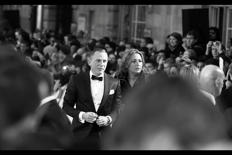 """Did I over-dress or are *ALL OF YOU* in the crowd wearing hoodies to this thing? I'm just saying becuase this is a Tom Ford I'm wearing."" It's Daniel Craig!"