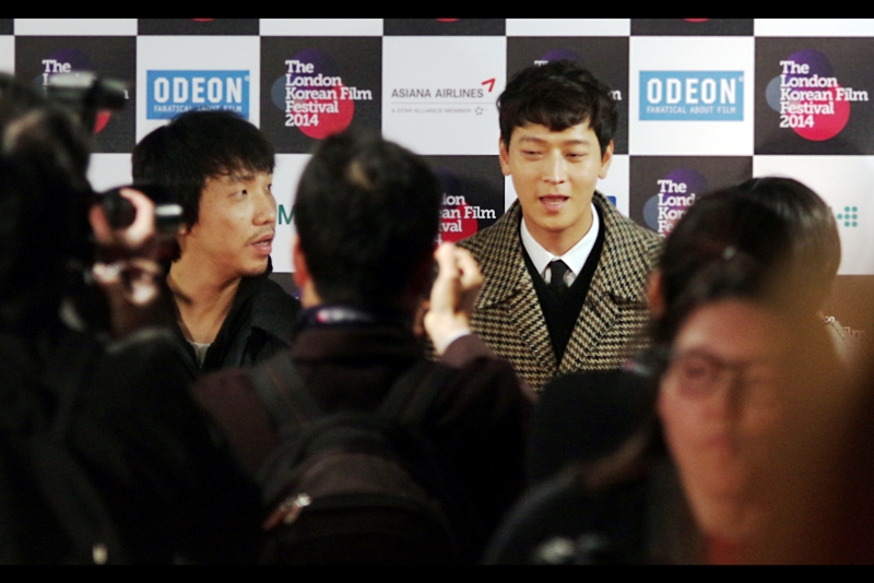 """Who's that guy? I think he's the Director"" I dearly hope it is : if it IS, then the man on the left is Jong-bin Yun (per imdb) / Yoon Jong-bin (per Facebook). I'm sorry I don't know enough about Korean to even pronounce a guy's name correctly... or in this case even recognise him.."